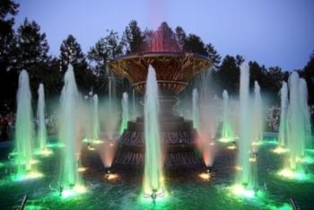 Светомузыкальный фонтан в городском парке г.Альметьевска