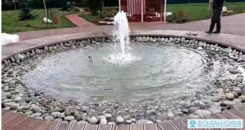 Оригинальный фонтан в парковой зоне в . с.Базарные Матаки, РТ
