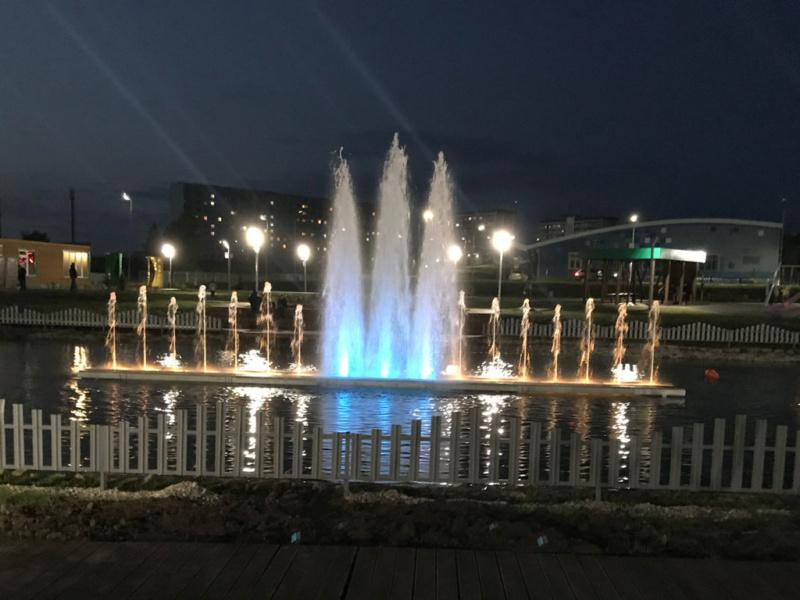 Светодинамический фонтанный комплекс на понтоне. Камские Поляны, РТ. 2020 г.